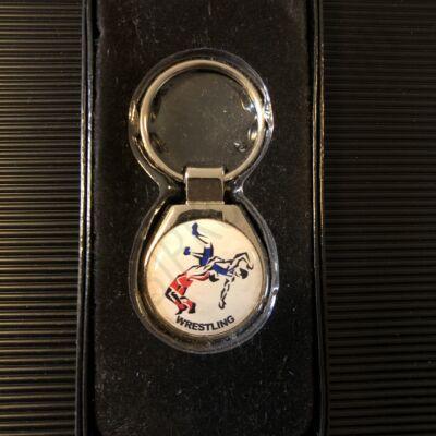Műgyantás kulcstartó dobós -fém